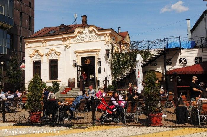 Garden Pub, Pitești
