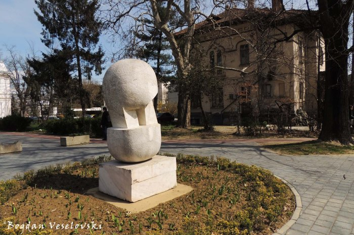 Monument in Brătianu Park, Pitești