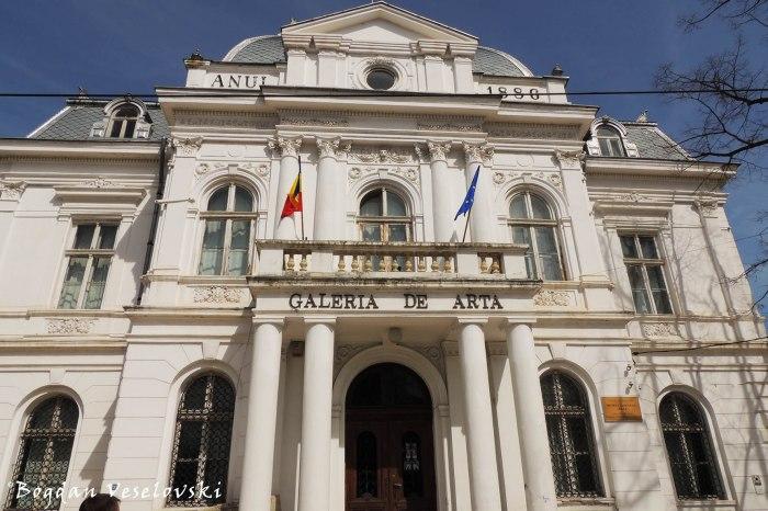 Palatul Comunal - azi Galeria de Arta a Muzeului Judetean (Communal Palace - today th Art Gallery of rhe County Museum, Pitesti)