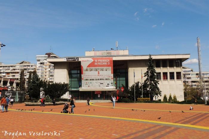 Piața Vasile Milea - Casa de Cultură a Sindicatelor Pitești (Vasile Milea Square - Culture House Pitești)