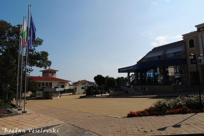 Площад 21 септември & Община Балчик (21 September Square & Balchik Municipality)