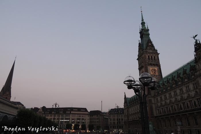 Hauptkirche St. Petri & Rathausmarkt (St. Peter's Church & Hamburg City Hall)
