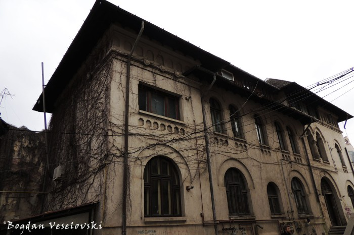 Biblioteca Uniunii Artiştilor Plastici Din România (Union of Artists' Library, Bucharest)