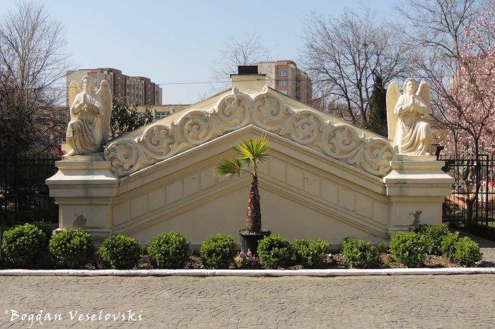 Radu Vodă Monastery - Angels monument