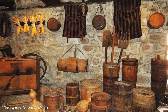Churns & barrels