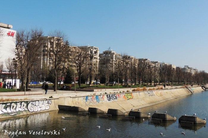 Dâmbovița River & Unirii Blvd.