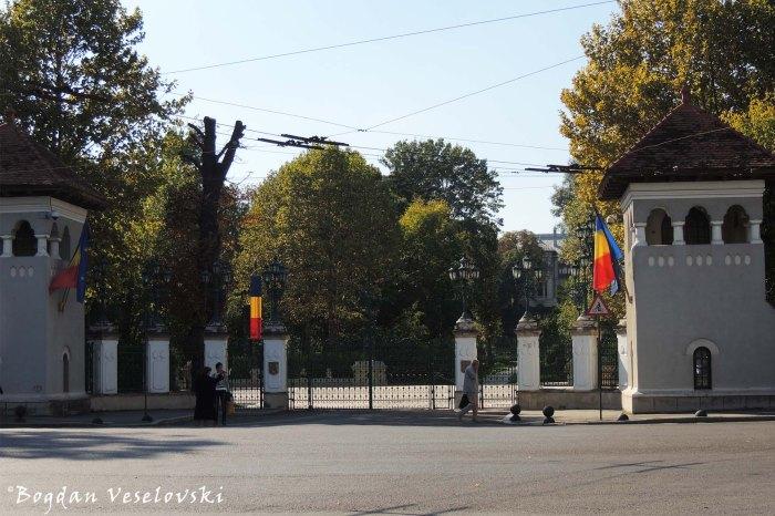 Gates of Cotroceni Palace