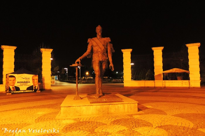 Monument to Alexandru Ioan Cuza in front of Titan Park / IOR Park / Alexandru Ioan Cuza Park