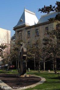 Parcul Colțea - Fântâna Vioara Spartă (Coltea Park - Broken Violin Fountain by Domenica Regazzoni)