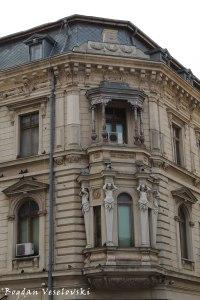 Regina Hotel - Caryatids