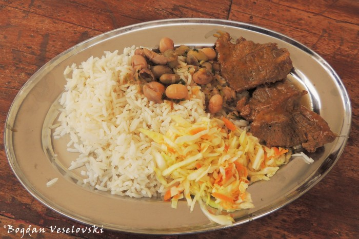 Beef with salad, rice & beans