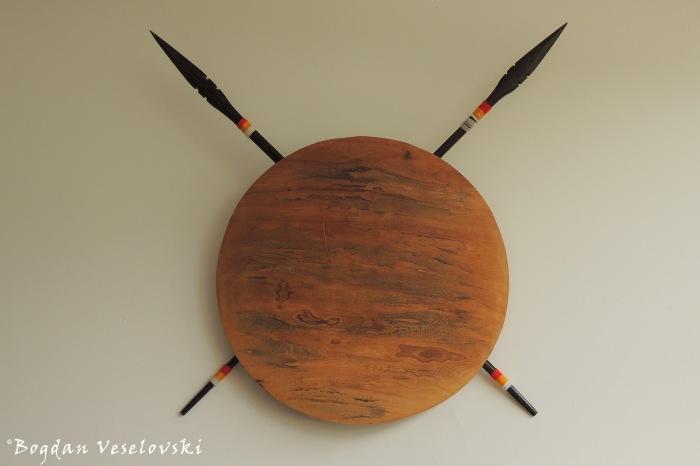 Escudo Shuar & lanzas. Tantar & Nanki (Shuar shield & lances)