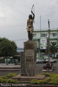 Homenaje de Macas a la Amazonia Ecuatoriana (Macas homage monument to Ecuadorian Amazonia)