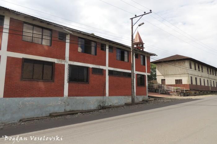 'Juan Leon Mera' College & Dorm
