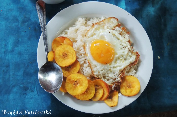 Rice, egg & chifles