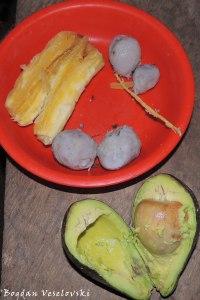 Yuca, papachinas & aguacate (cassava, taro & avocado)