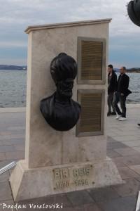 Monument to Piri Reis