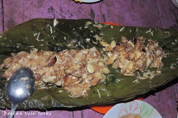 Ayampaco de mukindi y palmito (larvae & heart of palm)