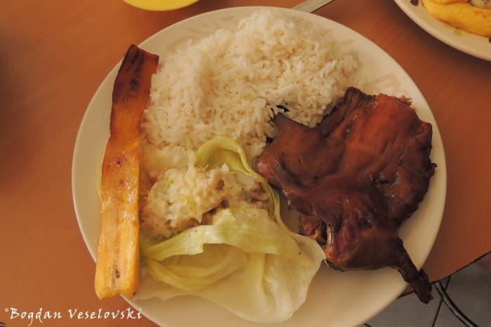 Cuy a la brasa - cuarto de cuy, arroz, salsa de mani, lechuga, maduro (Guineea pig with peanut sauce, rice, lettuce, banana)