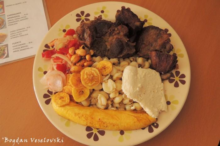 Fritada - choclo, mote, carne de cerdo, queso, maduro, ensalada (Pork, corn, mote, cheese, banana, salad)
