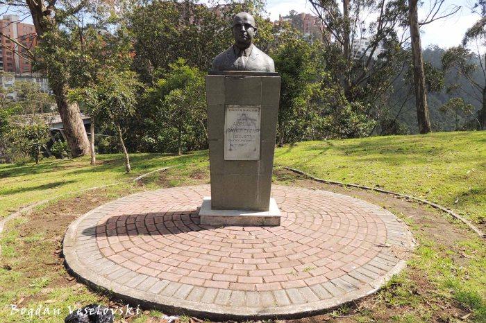 Monument to Aurelio Dávila Cajas