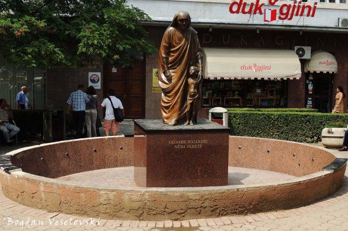 Gonxhe Bojaxhiu Nëna Terezë (monument to Mother Teresa)