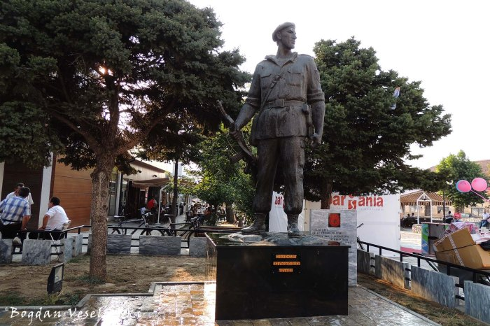 Heroi kombit 1961-1998 (war hero's monument)