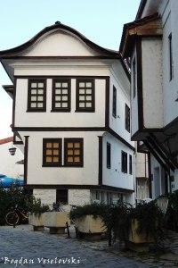 Куќа на Крапчевци (Krapchevci House)