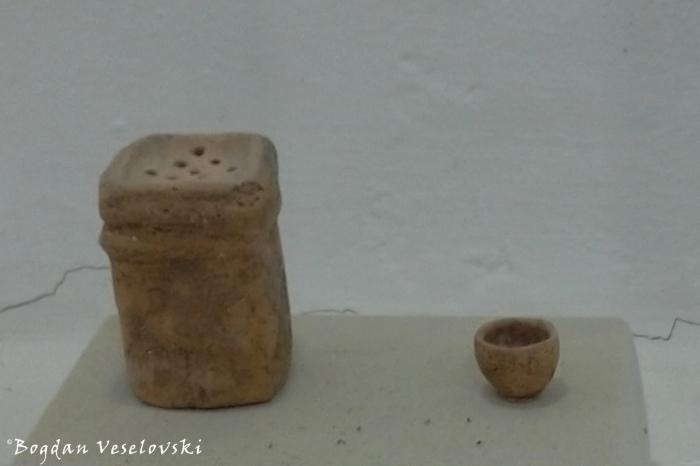 Ceramic 'shaker' & minature ceramic vessel