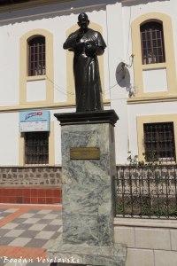 Monument to Cardinal Bernardino Echeverría