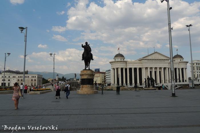 Macedonia Square with Goce Delčev statue in the centre