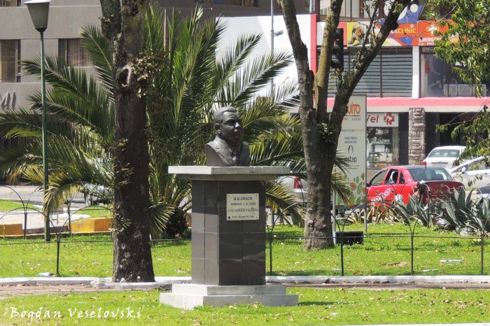 Plaza Argentina - Monument to Luis Alberto Valencia