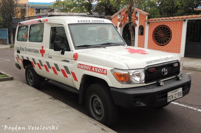 Cruz Roja Ecuatoriana (Red Cross ambulance)