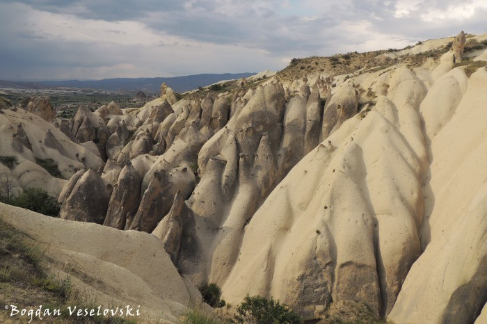 03-goreme-red-red-valleys