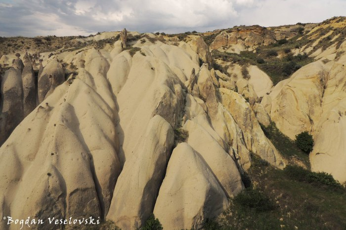 04-goreme-red-red-valleys