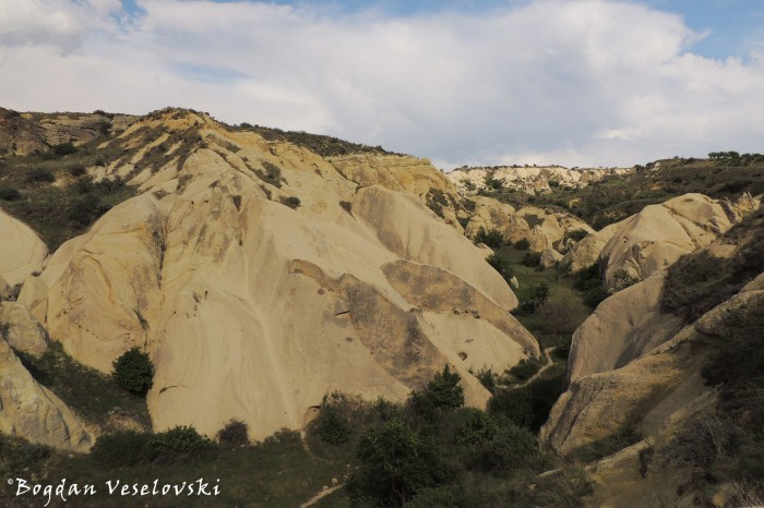 05-goreme-red-red-valleys