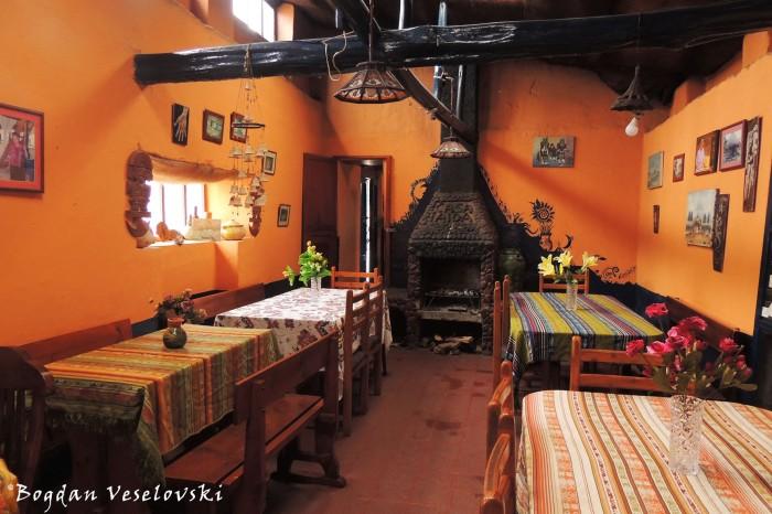 Dining hall (Casa Aida)