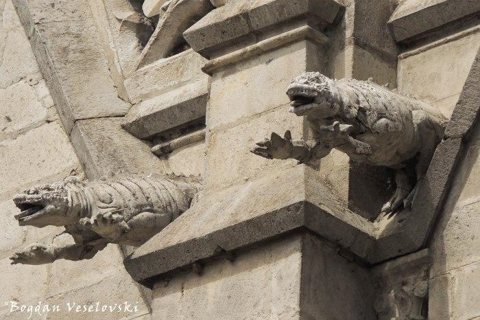 Lizard gargoyles