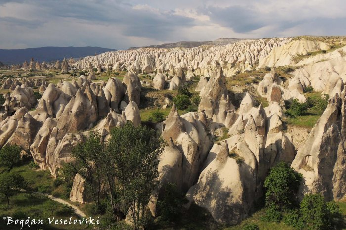 12-goreme-red-red-valleys