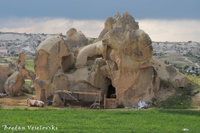 13-goreme-red-red-valleys