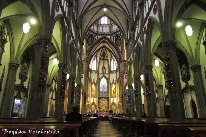 Interior of Santa Teresita