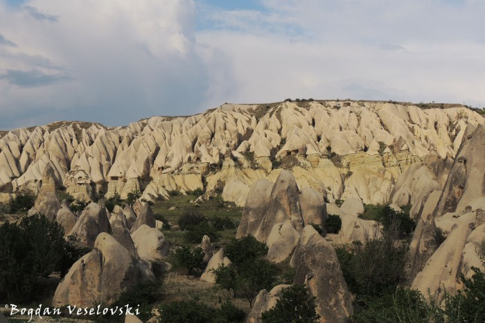 15-goreme-red-red-valleys