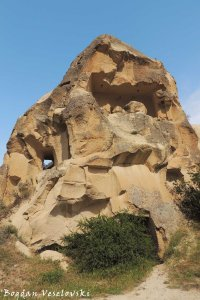 16-goreme-red-red-valleys
