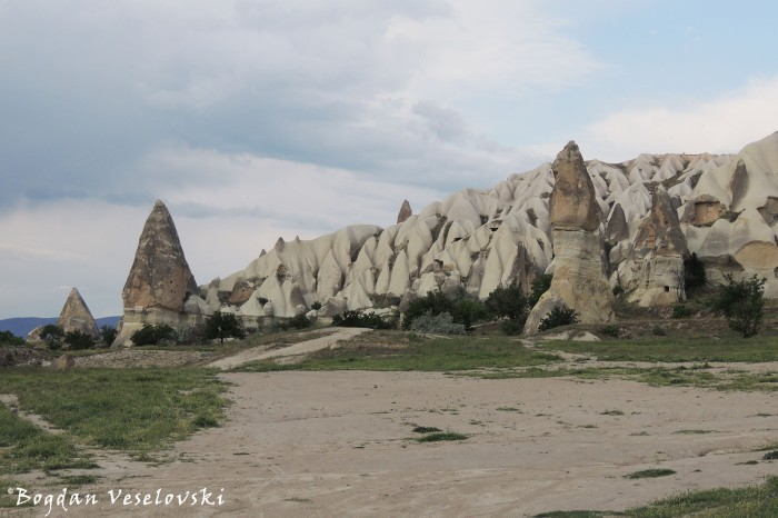 22-goreme-red-red-valleys