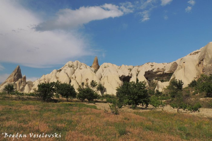 25-goreme-red-red-valleys