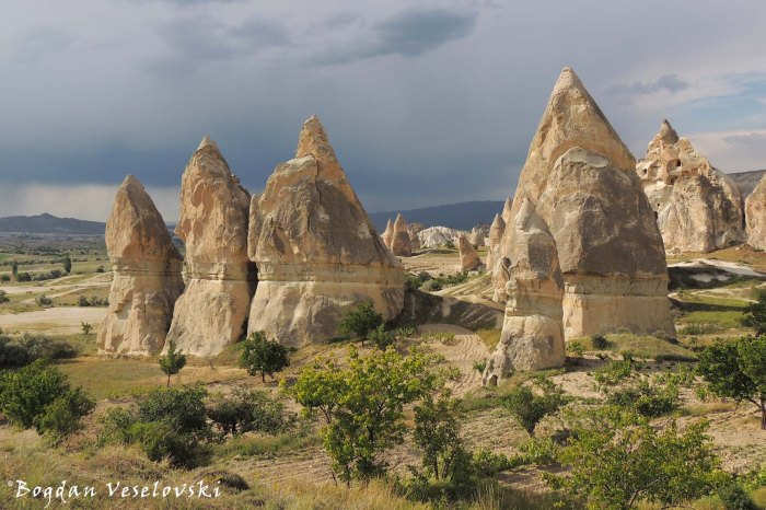 28-goreme-red-red-valleys
