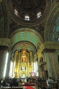 The high altar of Iglesia de El Sagrario
