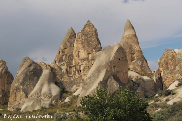 29-goreme-red-red-valleys