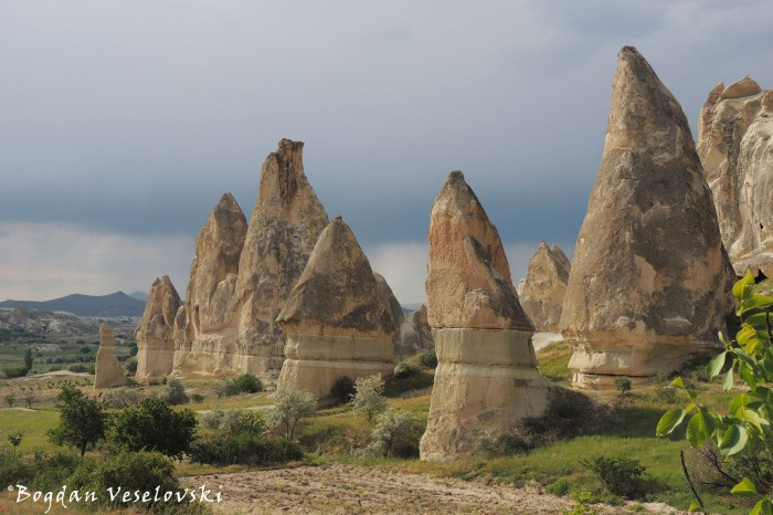 31-goreme-red-red-valleys