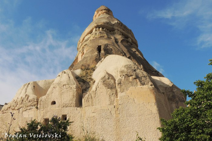 34-goreme-red-red-valleys
